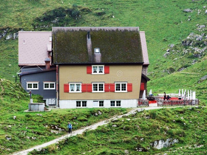 Berggasthaus Bollenwees o un ristorante della montagna vicino al lago Fahlensee immagine stock