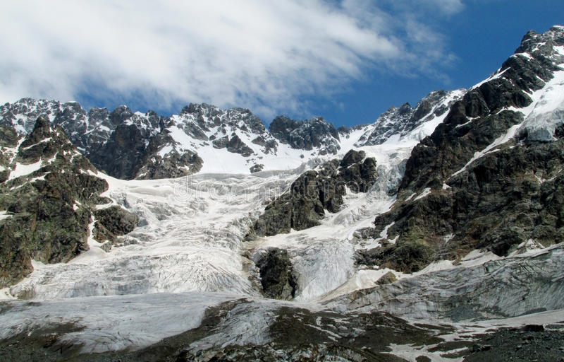 Bergglaciär- och maximumlandskap royaltyfri bild