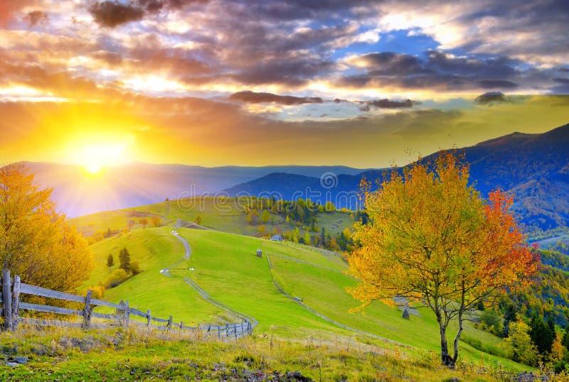 Berghösten landskap royaltyfri foto