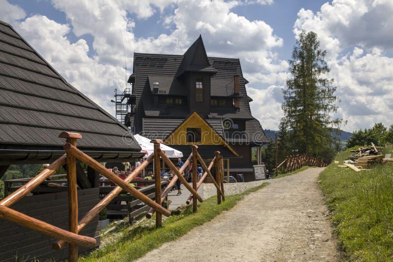 Berghütte, drei Kronen auf dem Donay-Fluss Berge drei Kronen Trzy Korony ist polnisches Pieniny stockbilder