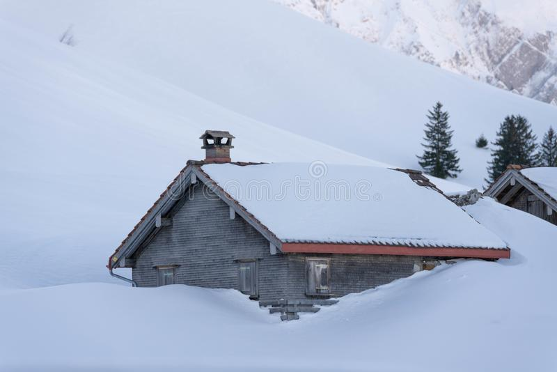 Berghut in de sneeuw royalty-vrije stock foto