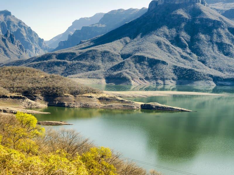 Bergiga landskap av kopparkanjonen, Mexico arkivbild