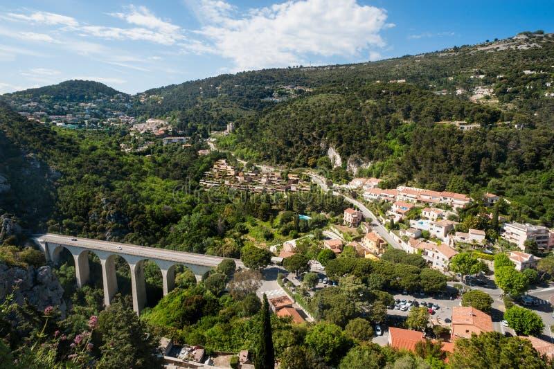 Bergigt landskap av söderna av Frankrike royaltyfri foto