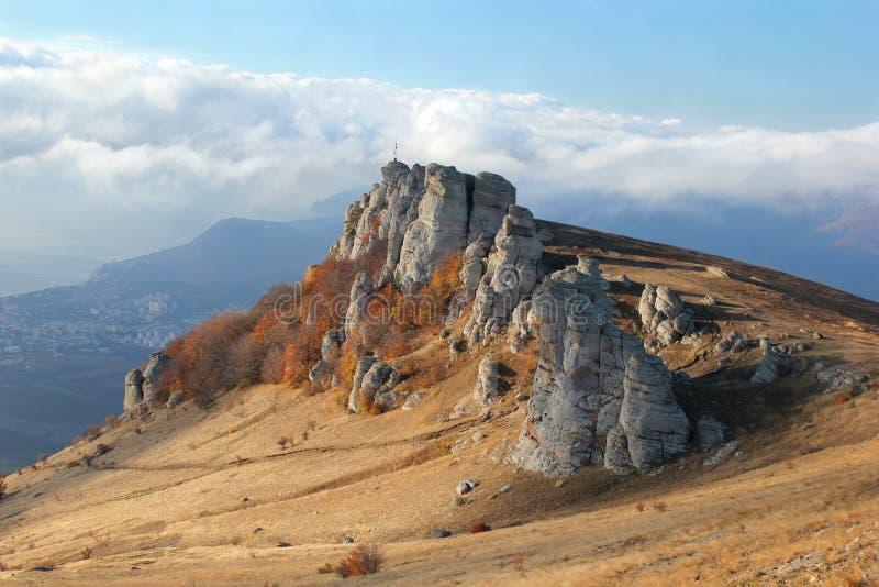 Bergketen in de de herfstvallei stock afbeeldingen