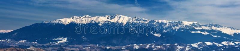 Bergketen in de winter, Bucegi-Bergen, Roemenië stock fotografie