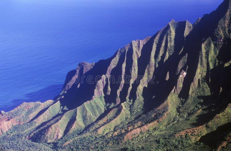 Bergketen door de Vreedzame Oceaan, Kauai, Hawaï royalty-vrije stock fotografie