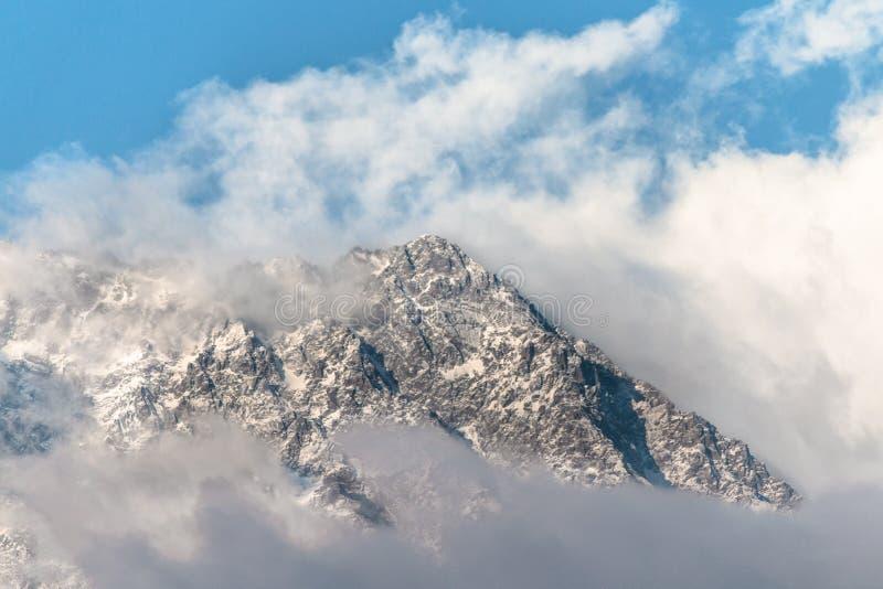 Bergketen en Sneeuwpiek royalty-vrije stock foto