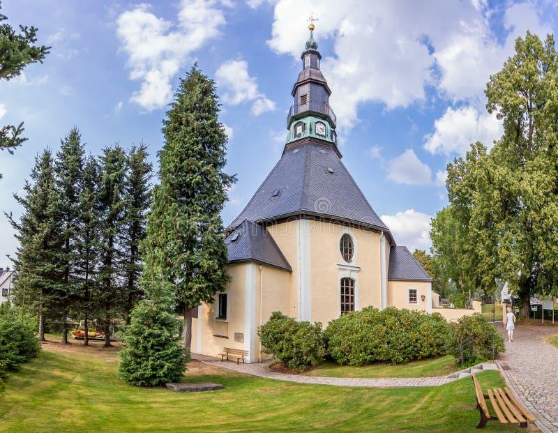 Bergkirche célèbre dans le village de Noël de Seiffen photographie stock libre de droits