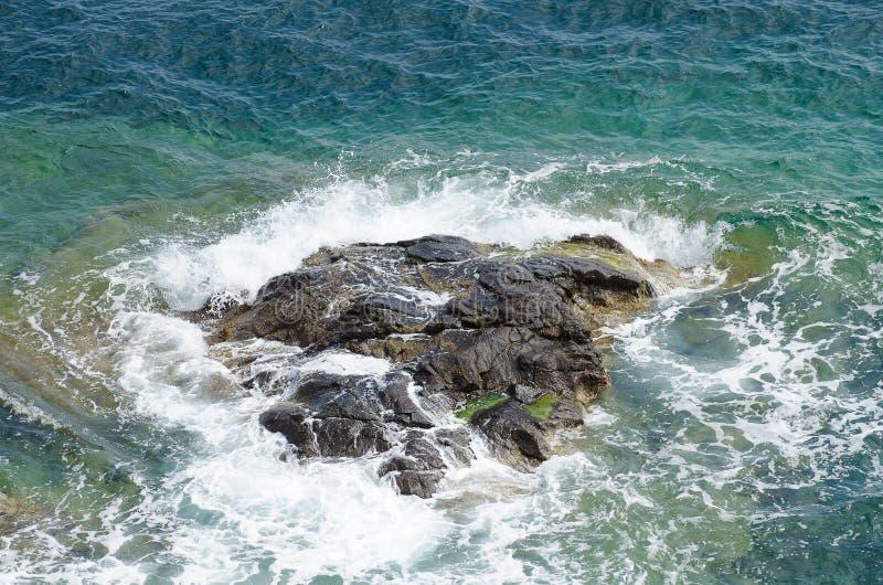 Download Bergklip stock afbeelding. Afbeelding bestaande uit eilanden - 39118619