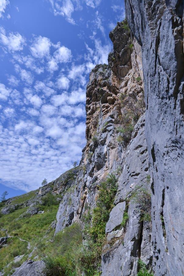 Bergklyftadal av bergandar royaltyfri foto