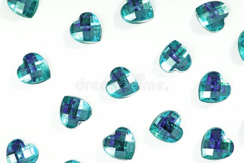 Bergkristallbakgrund Hjärtaformtextur som bakgrunden isolerade det vita studiofotoet Crystal modell för Bling bergkristall royaltyfri foto