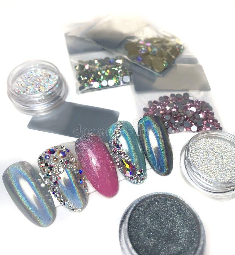 Bergkristallen voor de decoratie van spijkers royalty-vrije stock afbeeldingen