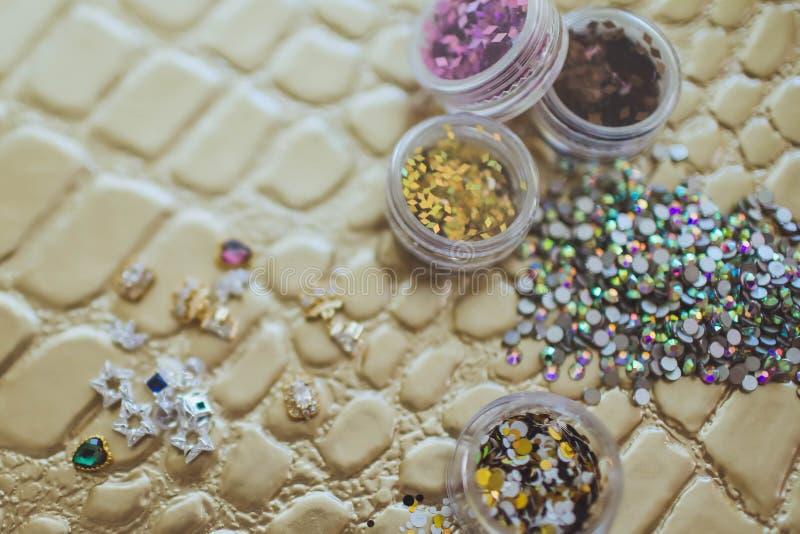 Bergkristallen voor de decoratie van spijkers stock fotografie