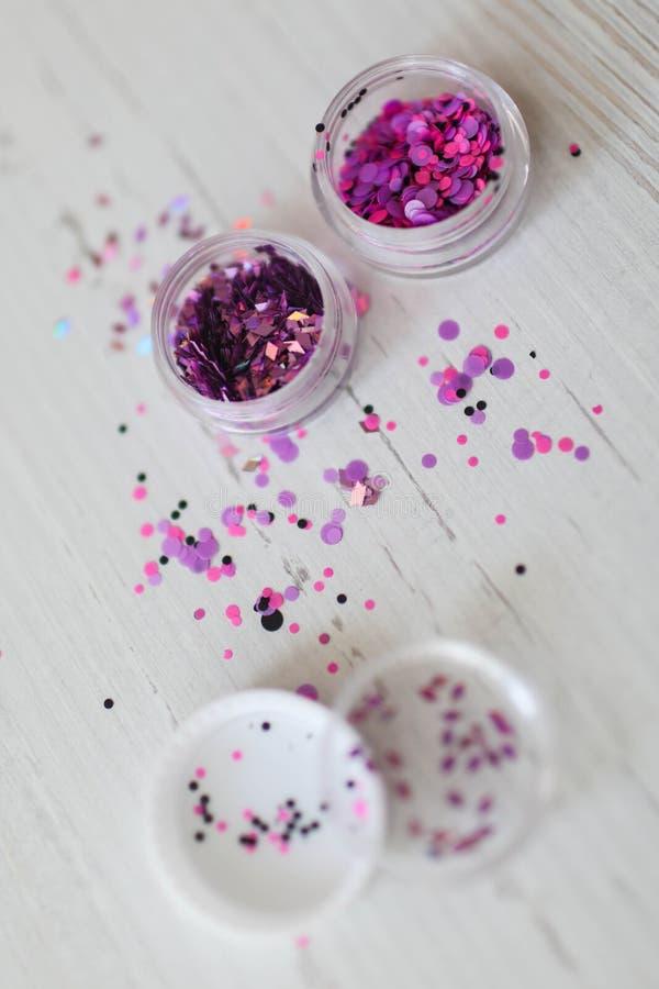Bergkristallen voor de decoratie van spijkers stock foto's