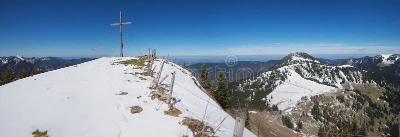 Bergkruis op setzberg, hoger Beieren royalty-vrije stock fotografie