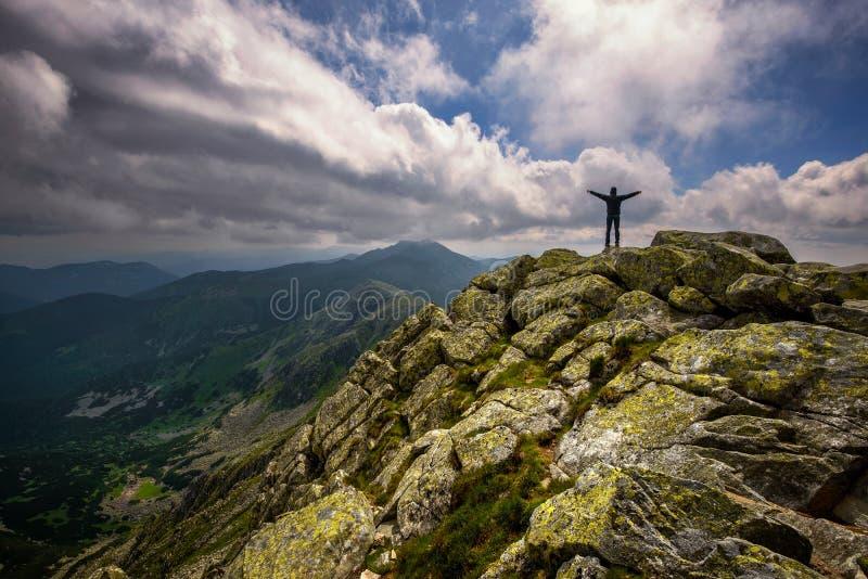 Berglandschaft und Selbstporträt vom Hügel Chopok in niedrigem Tatras bei Slowakei stockfotografie