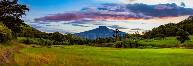 Berglandschap, bergketen, groot panorama, provincie Phu Ho Loei in Thailand stock foto's