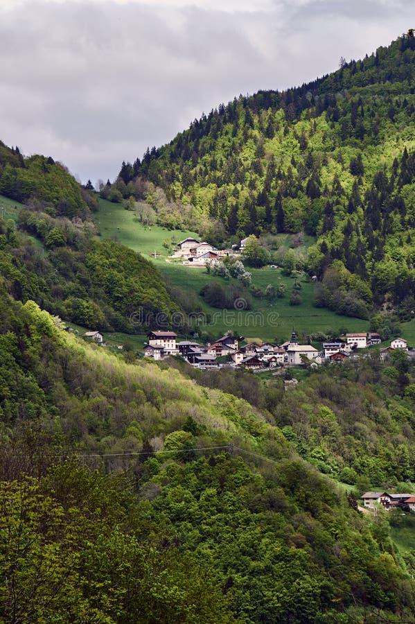 Berglandschap in de Alpen stock foto's