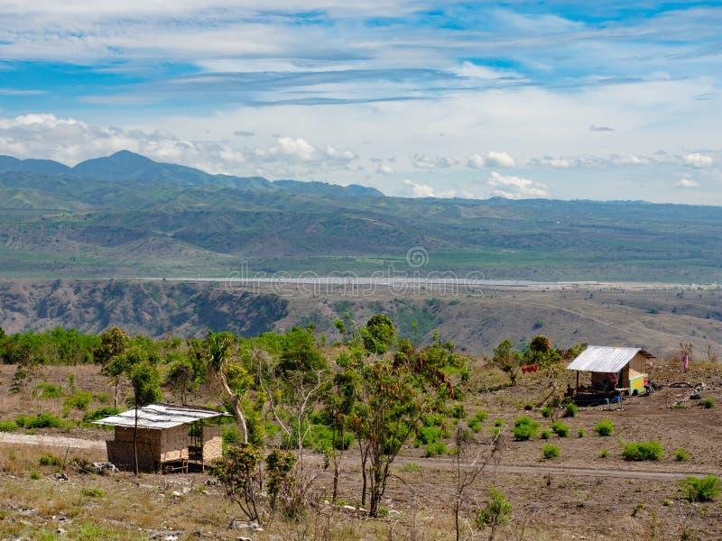 Berglandschap met zonneelektrische centrale royalty-vrije stock fotografie