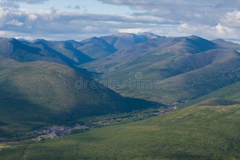 Berglandschap op Magadan-gebied royalty-vrije stock fotografie
