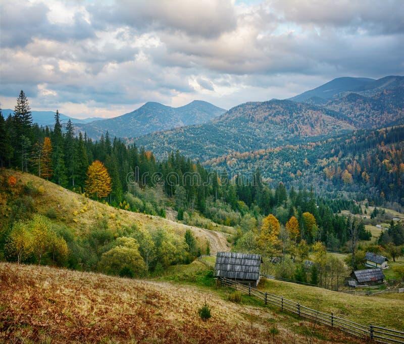 Berglandschap van mooie bewolkte dag in de Oekraïense Karpaten royalty-vrije stock afbeeldingen