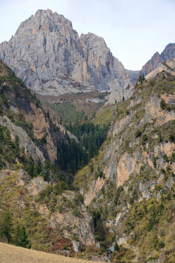 Download Berglandskap arkivfoto. Bild av porslin, ravin, högslätt - 27277092