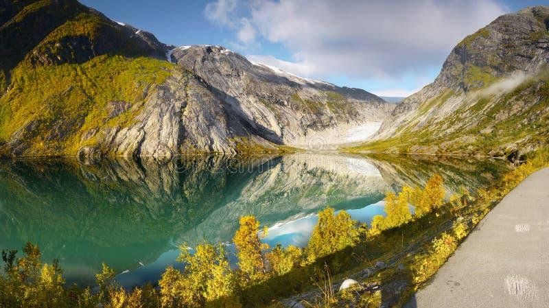 Berglandskap, glaciär sjö arkivfoton