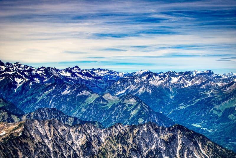 Berglandskap i Allgäuen i den Bayern Tyskland royaltyfria bilder