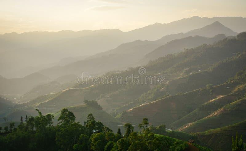 Berglandskap i nordliga Vietnam royaltyfri foto