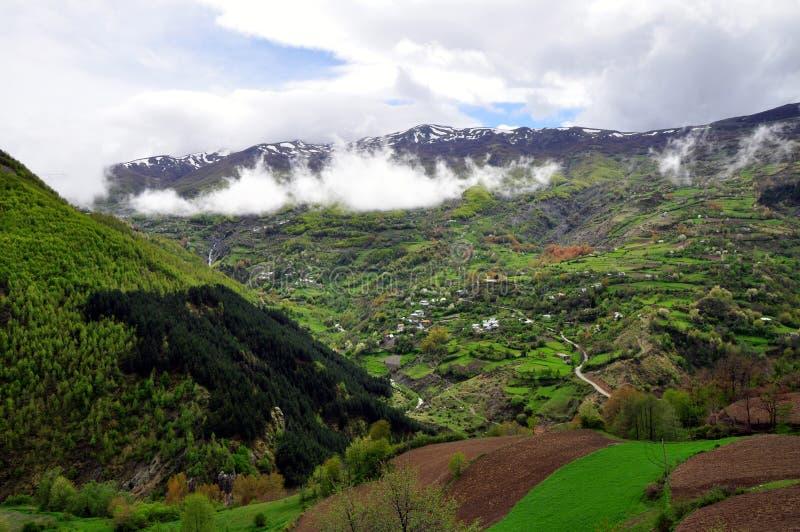 Berglandskap, Topojan, nordliga Albanien arkivbilder