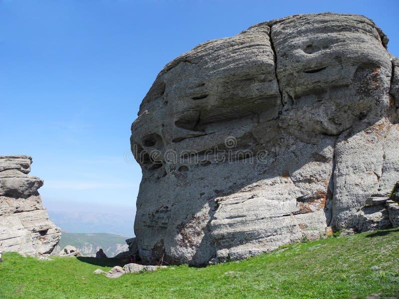 Berglandskapet med rundat vaggar 2008 crimean berg sörjer sommar royaltyfria foton
