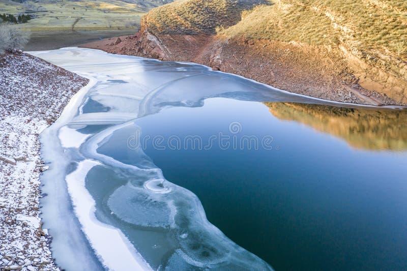 Bergmeer in de Winter stock foto