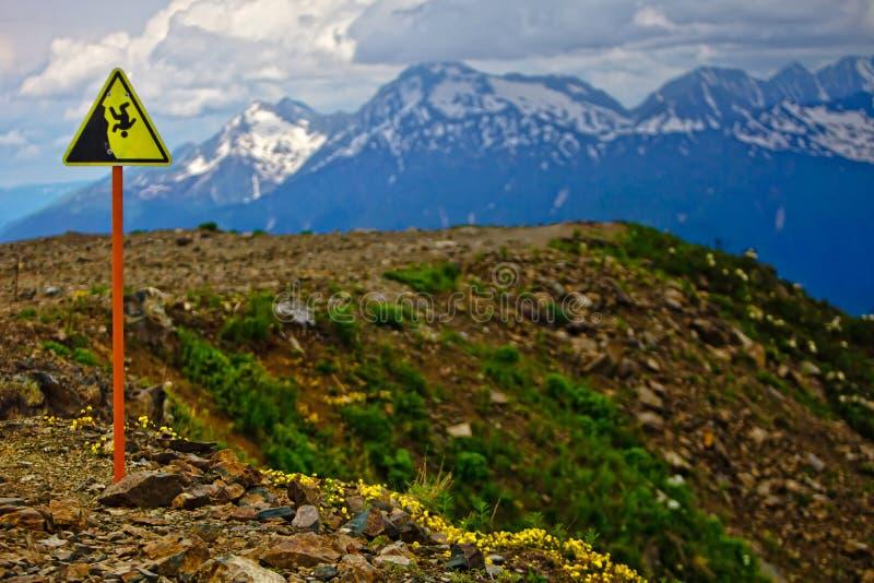 Bergmening over de volgende route in de bergen van Cauc stock afbeelding