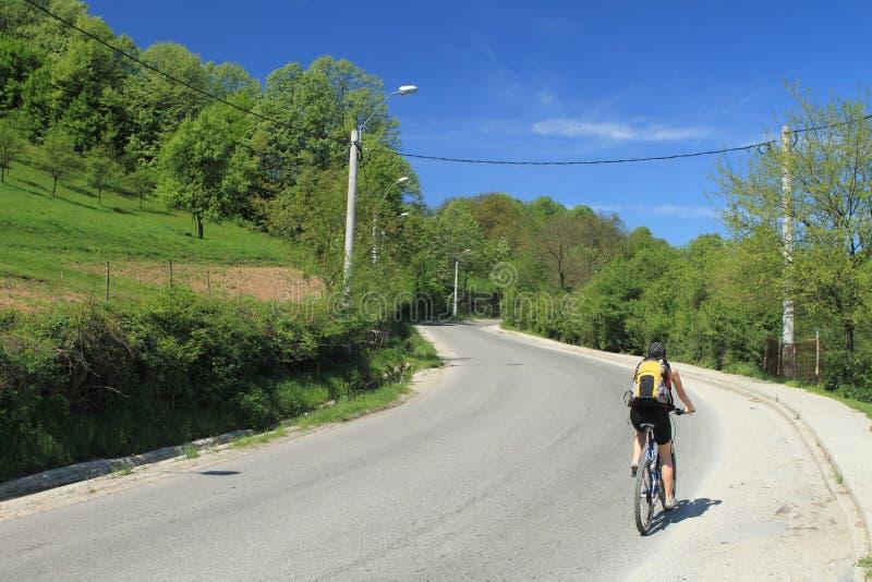 Bergopwaartse Biking royalty-vrije stock fotografie