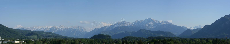 bergpanorama fotografering för bildbyråer