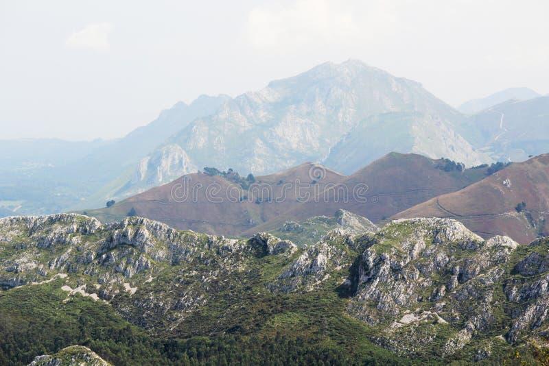Bergpanorama fr?n Mirador del Fitu, Asturias, Spanien arkivfoto