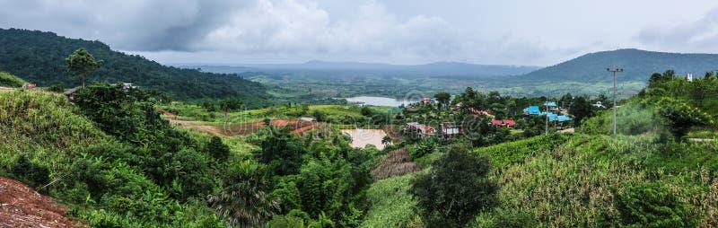 Bergpanorama, på Thailand royaltyfria foton