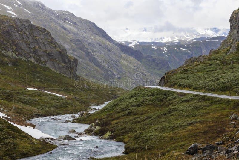 Bergpas in Noorwegen. stock afbeeldingen