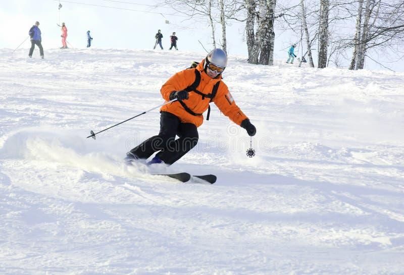 bergryttaren skidar royaltyfri foto