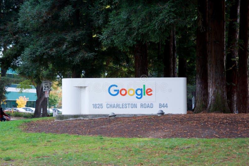BERGSICHT, KALIFORNIEN, VEREINIGTE STAATEN - 26. NOV 2018: Google-Anmeldung beim Google-Campus neben der Straße lizenzfreie stockbilder