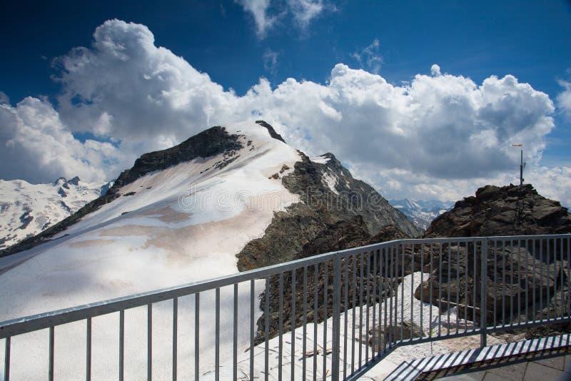 Bergsikt från Piz Corvatsch, Schweiz royaltyfri foto