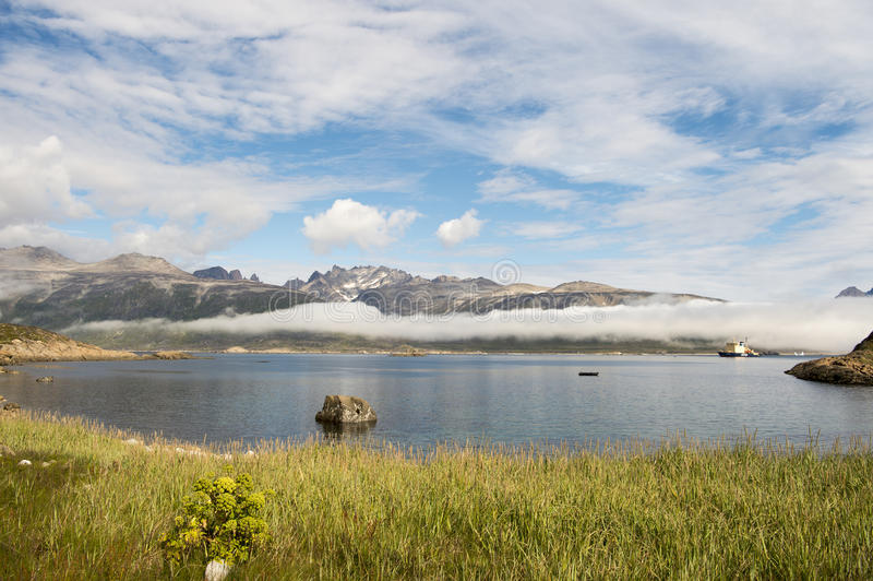 Bergsikt i Grönland arkivbild