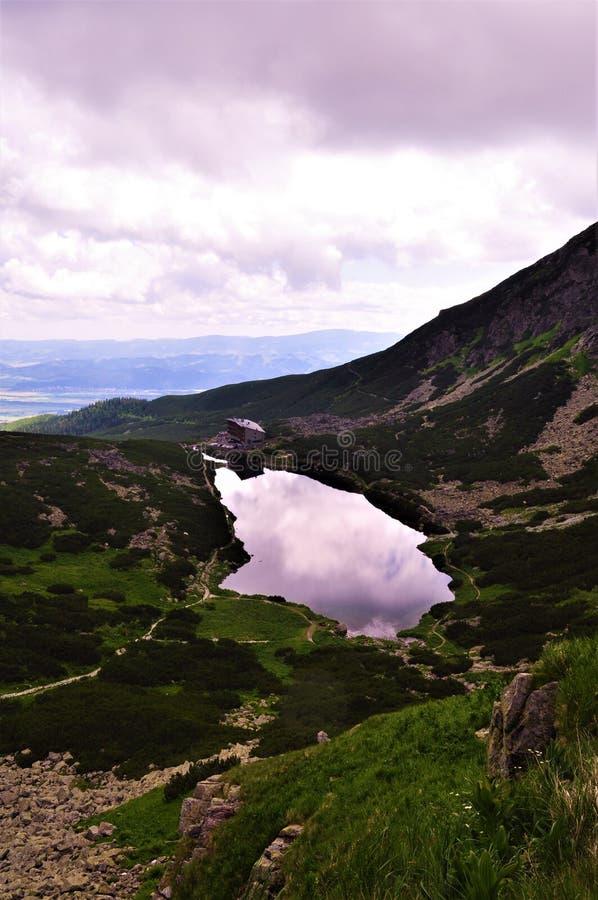 Bergsikt i Slovakien - höga Tatras arkivbild