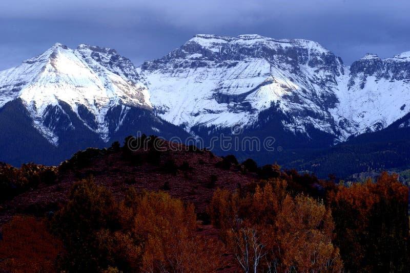 Download Bergskedja arkivfoto. Bild av natur, färg, berg, liggande - 27306