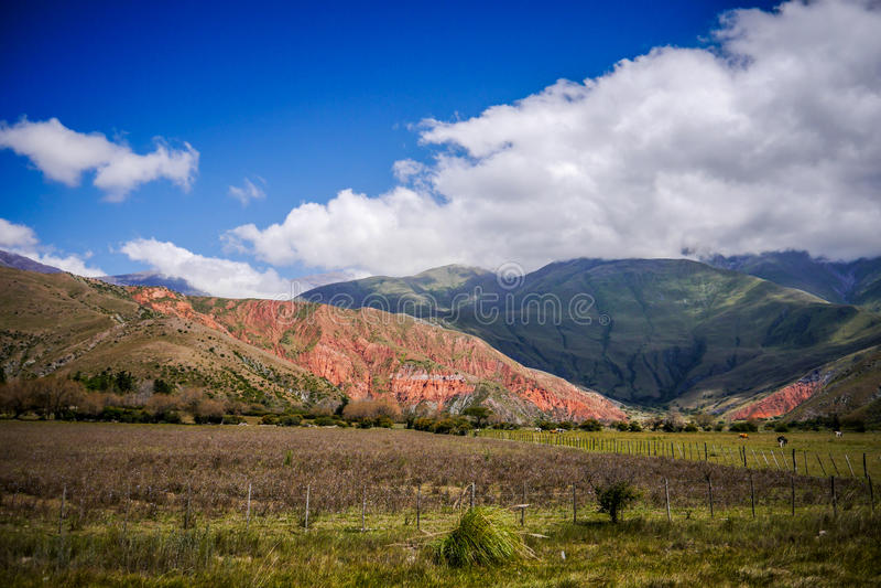 Bergskedja av fjorton färger, Quebrada de Humahuaca royaltyfria foton