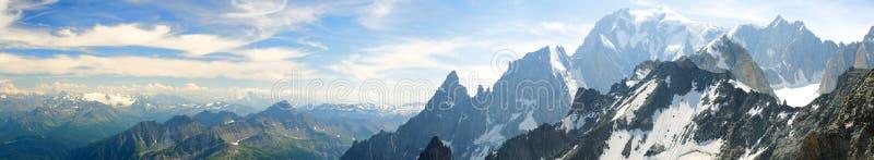 Bergskedja av Mont Blanc royaltyfri bild