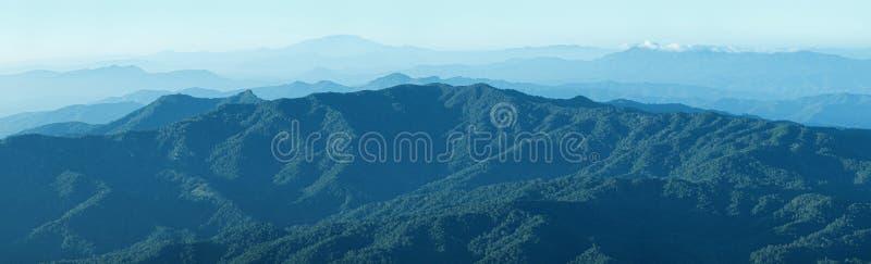 Bergskedja i Chiang Mai, Thailand royaltyfria foton