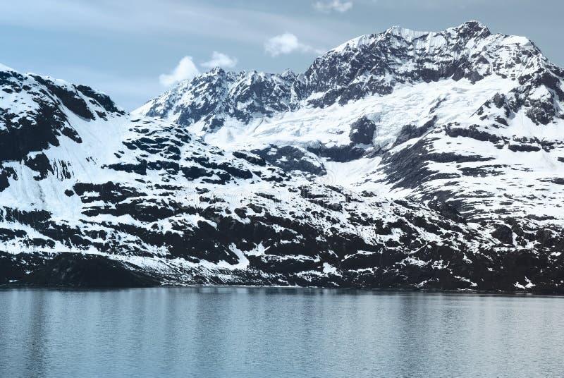 Bergskedja i nationalpark för glaciärfjärd fotografering för bildbyråer