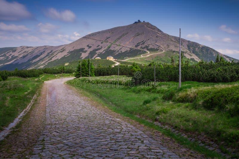 Bergskedjalandskap - Snezka royaltyfria bilder