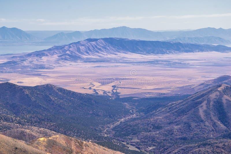 Bergslandskap i Wasatch Front Rocky från Oquirh-området som tittar på Utah-sjön under fall Panorama-vyer nära Provo, Timpanogos arkivbilder